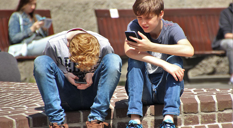 x1 - 15 Damaging Health Effects of Using Smartphones Everyday